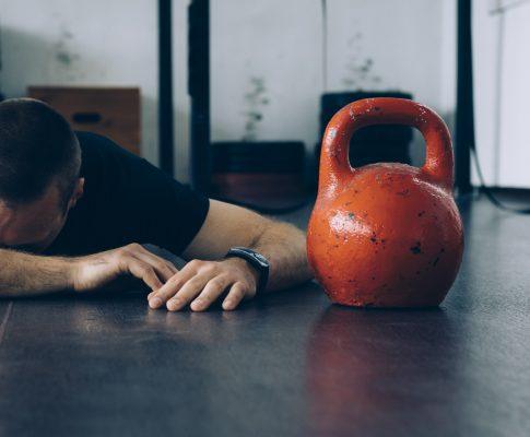 5 motivi per cui la batteria del tuo corpo dice che stai esaurendo