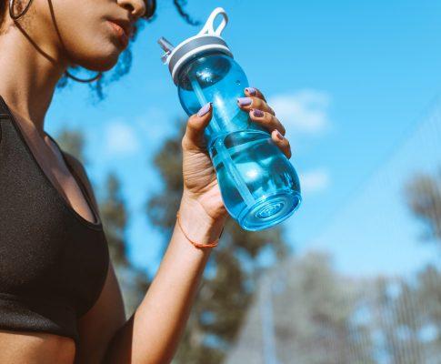 Oltre l'80% delle persone non beve abbastanza acqua. Sei uno di loro?
